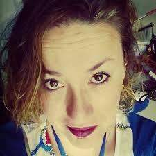 Imagen que contiene persona, pared, interior, mujer  Descripción generada con confianza muy alta